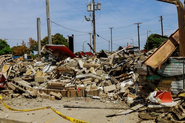 Imagens detalhadas de casa que foi abandonada após um grande incêndio em casa após protestos de minneapolis george floyd em violentos protestos