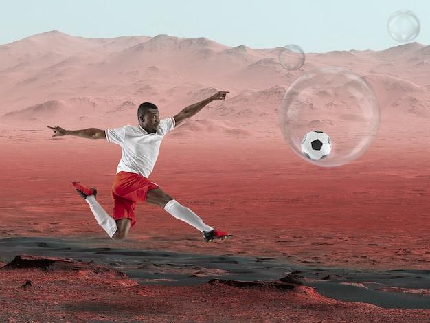 Imagine que as pessoas vivam em marte. feche a paisagem de um planeta abandonado, a beleza da vida em marte. jogador de futebol profissional em uma câmara protetora de oxigênio. exploração da vida em um novo espaço.