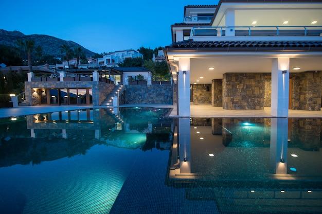 Imobiliário espanhol da beira-mar mediterrâneo