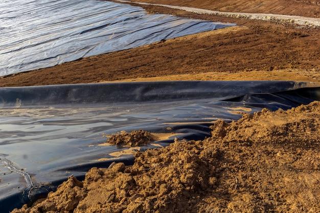 Impermeabilização de plásticos na construção de reservatório para tratamento primário de lodo de esgoto