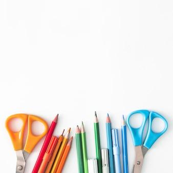 Implementos de escrita coloridos