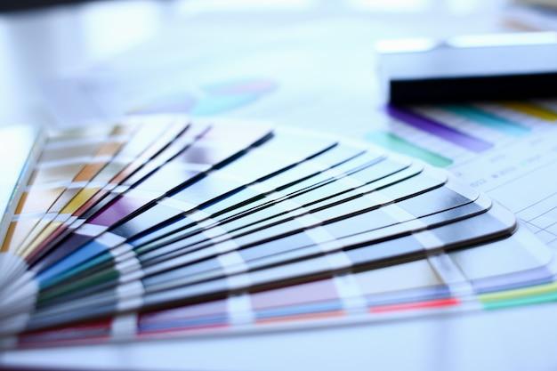 Impressão a cores de estatísticas pantone offset