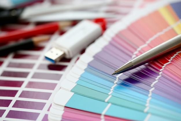 Impressão colorida das estatísticas pantone offset