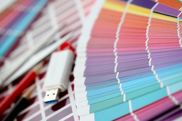 Impressão colorida do deslocamento das estatísticas da paleta de cores