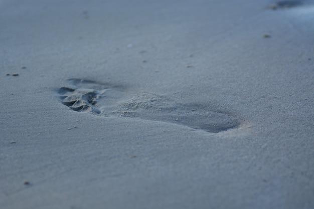 Impressão de pé na areia