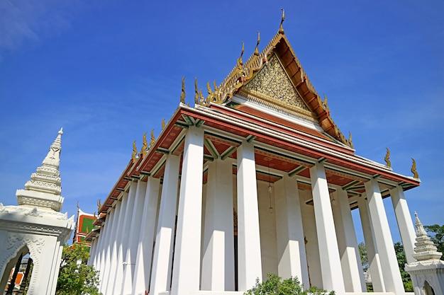 Impressionante fachada do salão comum do templo wat ratchanatdaram bangkok tailândia