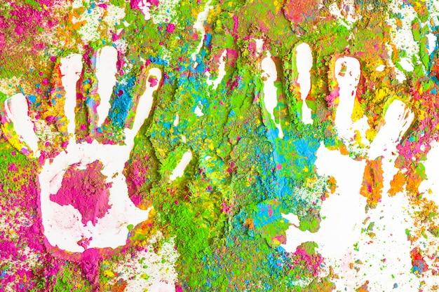 Impressões de palmas em manchas de cores secas brilhantes