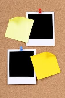 Impressões fotográficas em branco com notas adesivas