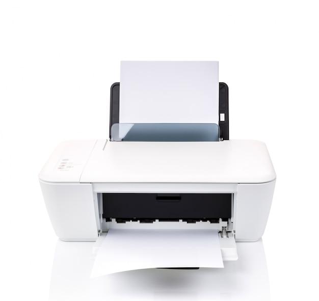 Impressora com folhas brancas