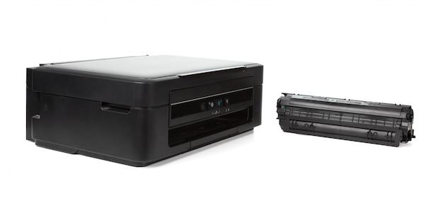 Impressora doméstica multiuso isolada no branco
