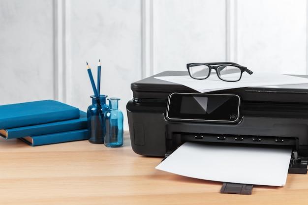 Impressora multifuncional pronta para impressão