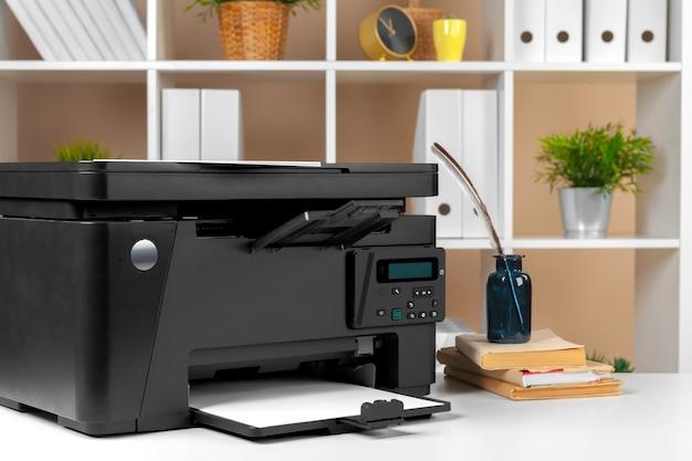 Impressora no escritório. local de trabalho.