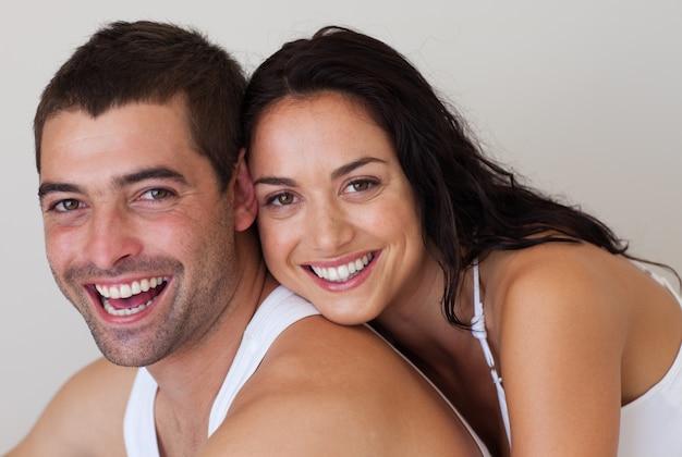 Incandescente marido e mulher contra um fundo branco