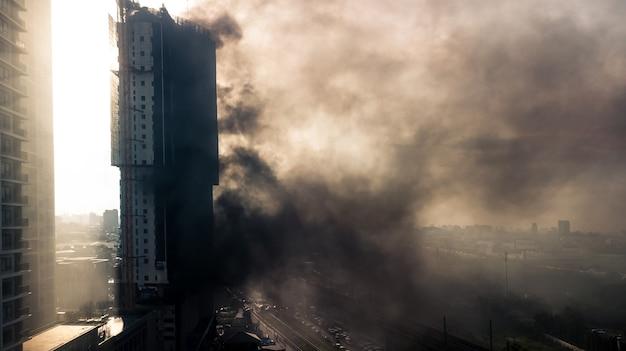 Incêndio em um prédio alto