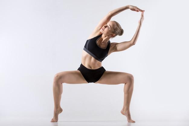 Inclinação lateral sumo squat pose