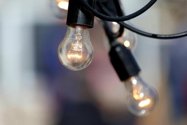 Incluída lâmpada elétrica suspensa