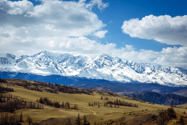 Incrível paisagem montanhosa.