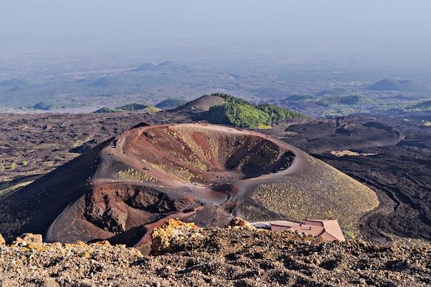 Incrível vista panorâmica da cratera e área do vulcão etna