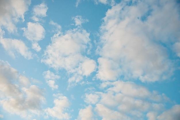 Incrivelmente lindo céu com nuvens