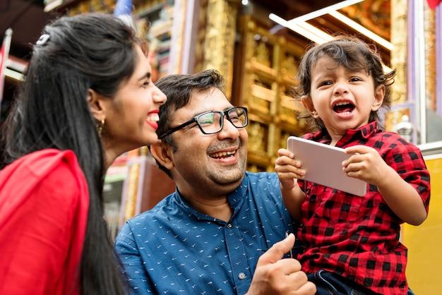 Indian pessoas usando telefone celular