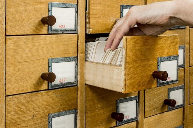 Índice de cartões de bibliotecas abertas do bibliotecário.