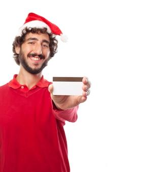 Indivíduo alegre mostrando o seu cartão de débito