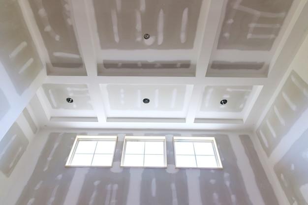 Indústria de construção civil nova casa construção interior fita de drywall e detalhes inacabados
