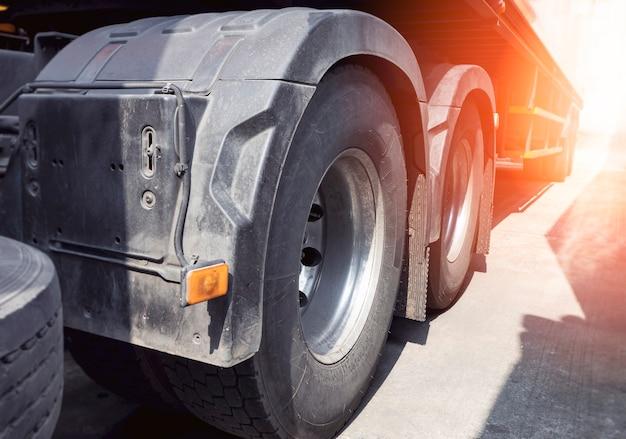 Indústria de rodas de caminhão de reboque transporte rodoviário de carga