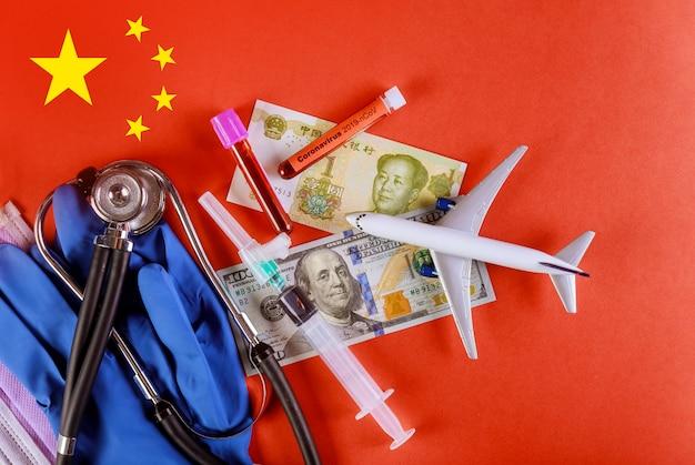 Infecção chinesa por coronavírus, os aviões voam para o sangue infectado por coronavírus sobre a bandeira da china. 2019-ncov