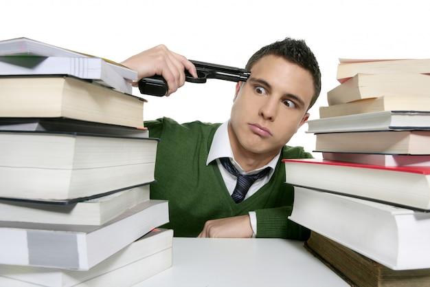 Infeliz metáfora de arma suicida estudante triste