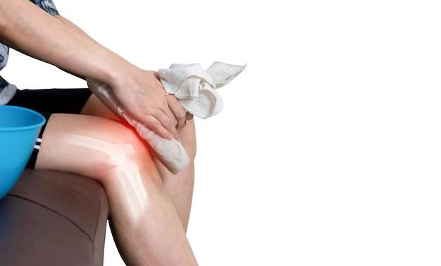Inflamação de osteoartrite de perna humana de compressa fria de articulações ósseas