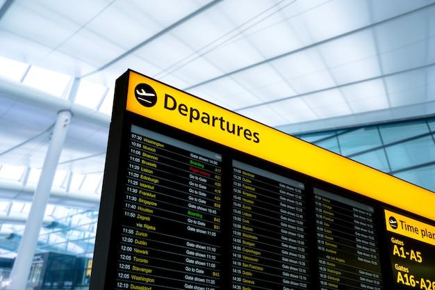 Informações sobre voos, chegada, partida no aeroporto, londres, inglaterra