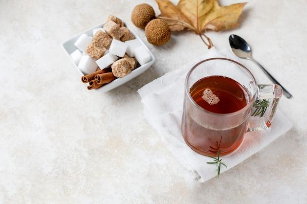 Infusão de chá e açúcar