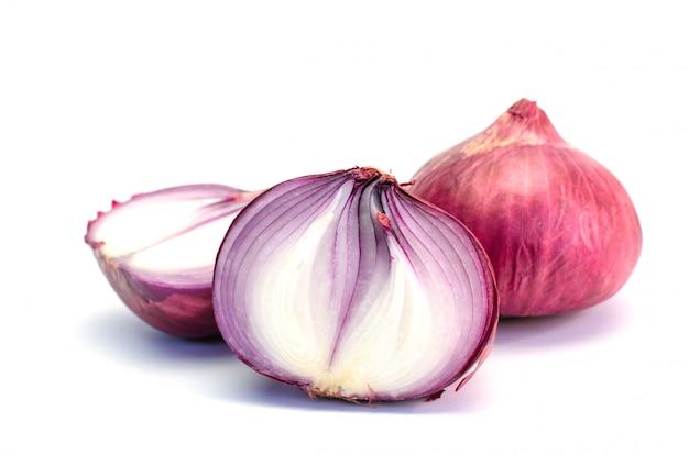 Ingrediente de vegetais cebola no fundo branco