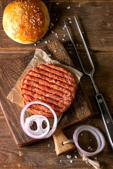 Ingredientes caseiros de hambúrguer de carne