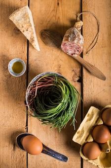 Ingredientes crus frescos com pão de monges