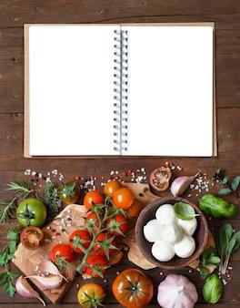 Ingredientes da cozinha italiana, mussarela, tomate, alho, ervas e outros