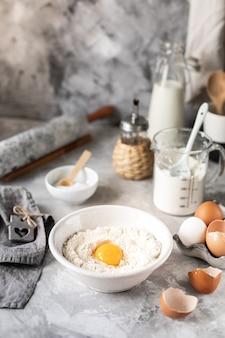Ingredientes de close-up para assar panquecas, bolos, bolos