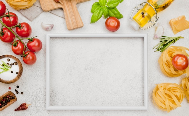 Ingredientes de comida italiana com moldura