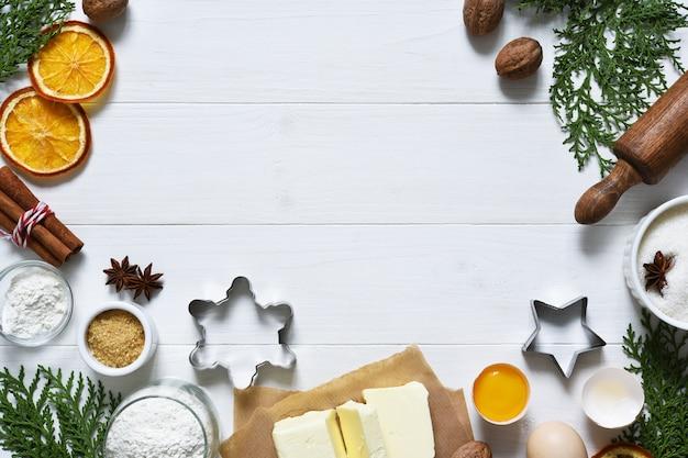 Ingredientes de panificação frescos para biscoitos de natal