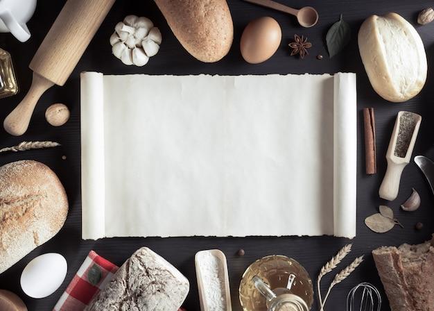 Ingredientes de pão e padaria em fundo de madeira