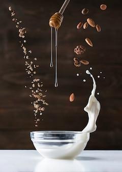 Ingredientes de pequeno-almoço saudável a voar