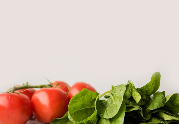 Ingredientes deliciosos para espaço de cópia de salada saudável