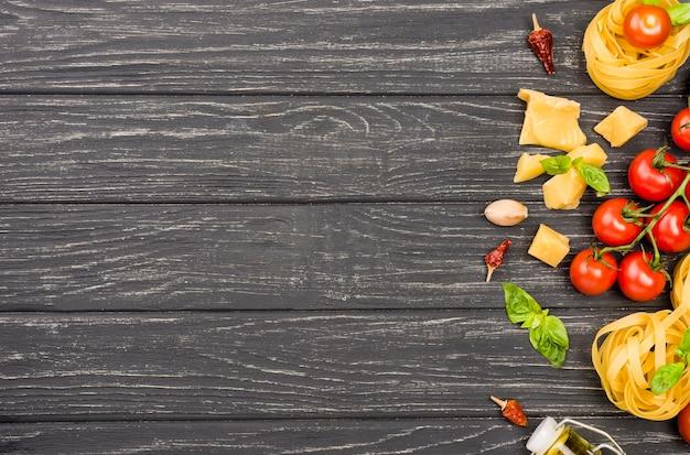 Ingredientes do espaço da cópia para comida italiana
