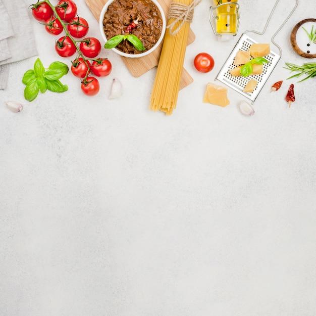 Ingredientes do espaço da cópia para espaguete à bolonhesa