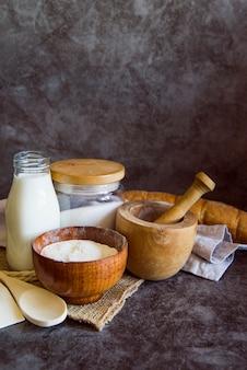 Ingredientes do pão com espaço para texto