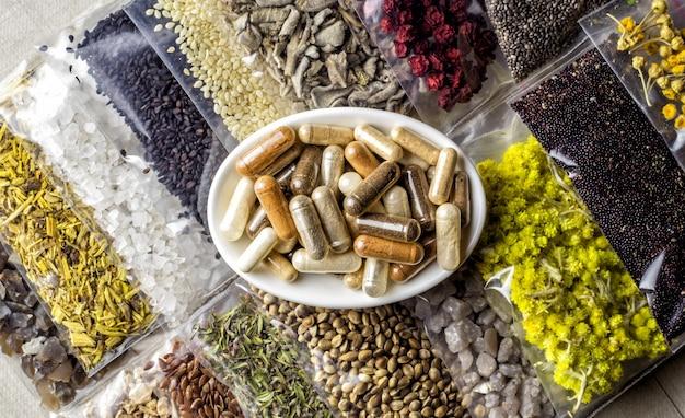Ingredientes e componentes à base de ervas e minerais embalados para suplementos dietéticos orgânicos em cápsulas