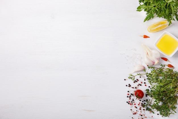 Ingredientes e especiaria frescos do cozimento. vegetariano