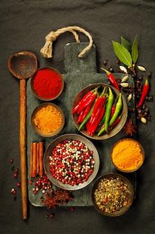 Ingredientes frescos na tábua