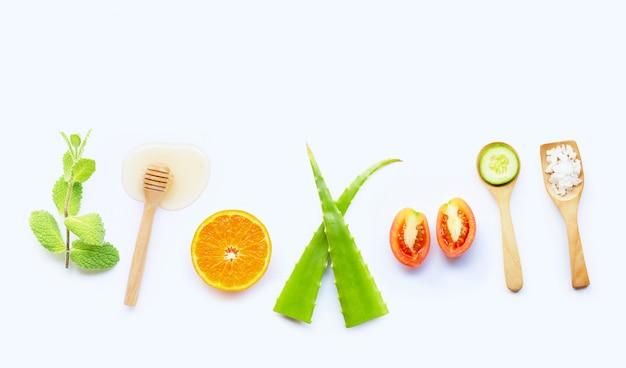 Ingredientes naturais para cuidados com a pele caseiros.